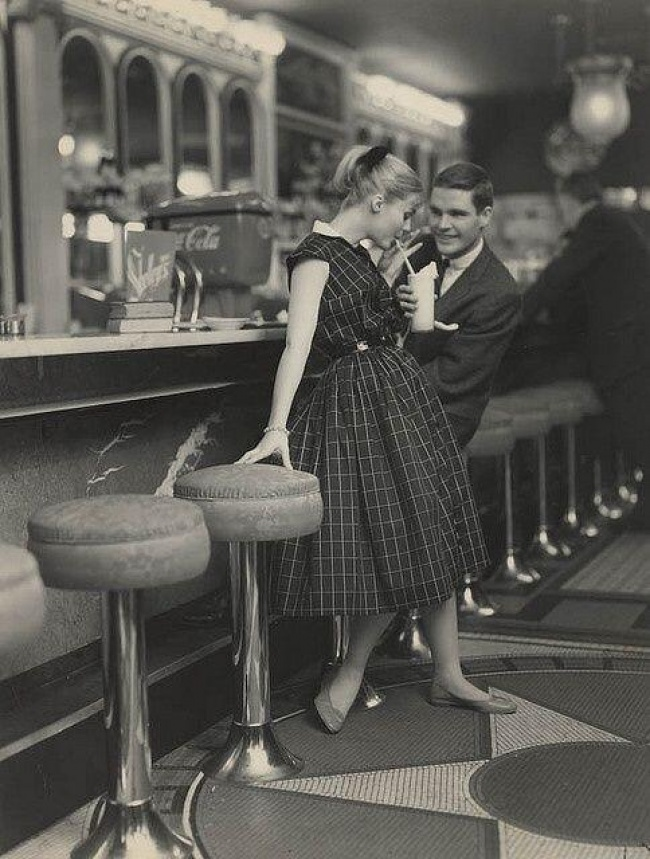 a-man-and-woman-on-a-date-1950s